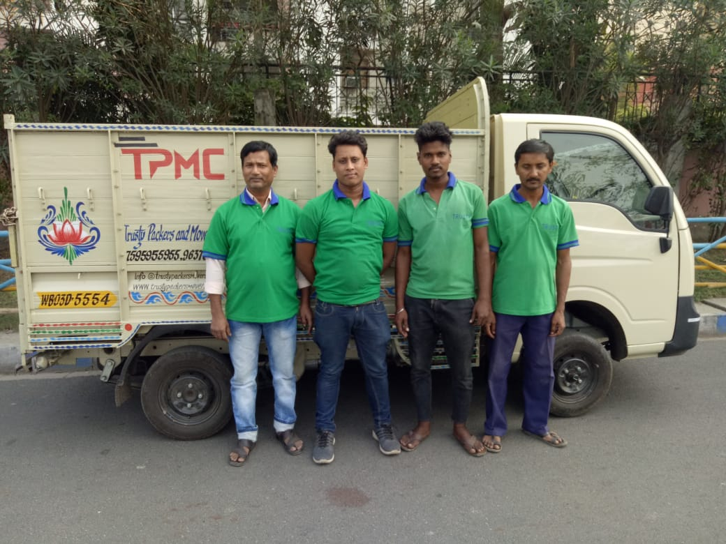packers and movers in kolkata professional staff